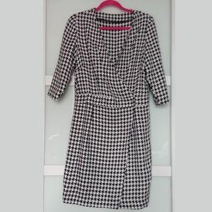 Houndstooth Wrap Dress. Unlabeled. Size Large.